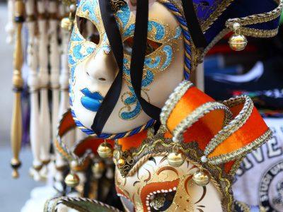 Het masker – een teken van vrijheid of juist van gevangenschap?